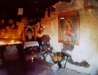Cela �w. Charbela w pustelni �w.�w. Piotra i Paw�a - �r�d�o http://www.opuslibani.org.lb/charbel/stcharbelannayaeng.html