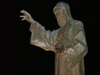 Pomnik �w. Charbela w Annaya - fot. KasiaUrba�czyk.